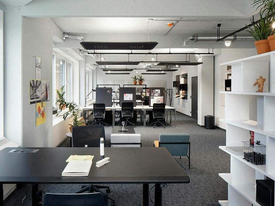 Vďaka bielej farbe na stenách budete zaručene spokojní Vy aj Vaši zamestnanci
